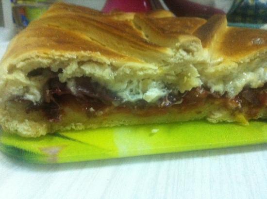 Empanada de cecina, queso & tomate1
