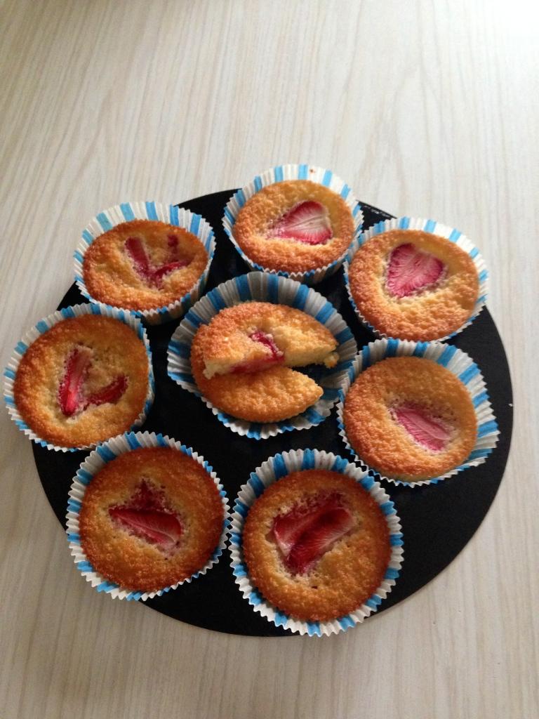 Pastelitos de almendra & fresa1